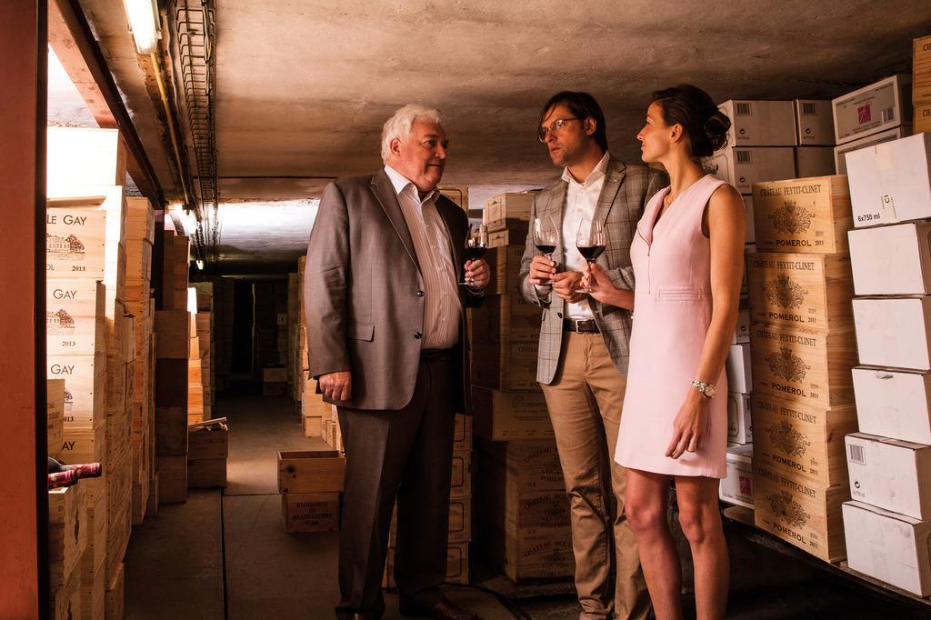 in de kelder van de wijnhandel